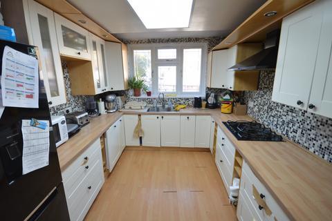 4 bedroom end of terrace house to rent - Westwood Road, Goodmayes, Essex, IG3