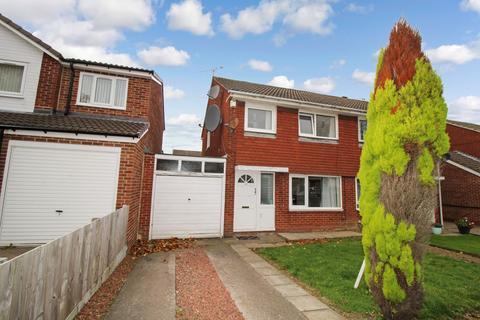 3 bedroom semi-detached house for sale - Hersham Close, Kingston Park, Newcastle upon Tyne, Tyne and Wear, NE3 2TW