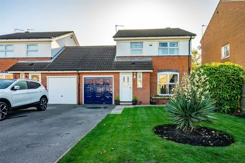 3 bedroom detached house for sale - Bransholme Drive, Clifton Moor, YORK
