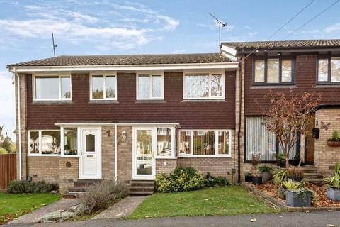 3 bedroom terraced house for sale - White Cottage Close, Farnham