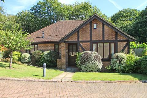 2 bedroom detached bungalow for sale - Oak Warren, Sevenoaks, Kent, TN13
