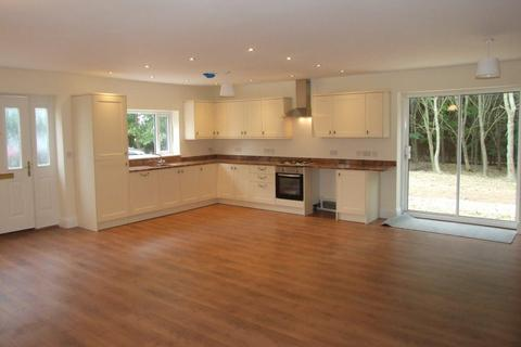 5 bedroom house to rent - LILBOURNE WITH ACRES.