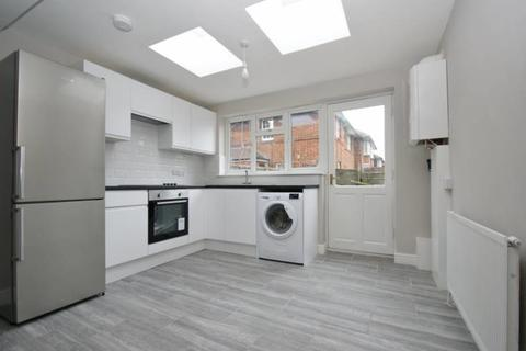 4 bedroom terraced house to rent - Wulfstan Street, London
