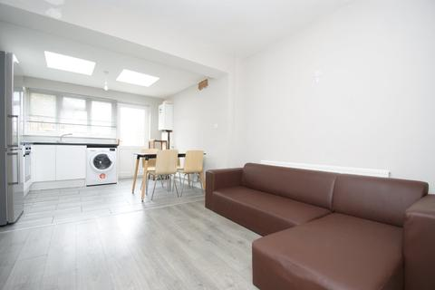 4 bedroom terraced house to rent - Wulfstan Street, London