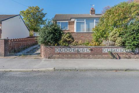 2 bedroom semi-detached bungalow for sale - 17 Croft House Way, Morley, Leeds, LS27 8UA