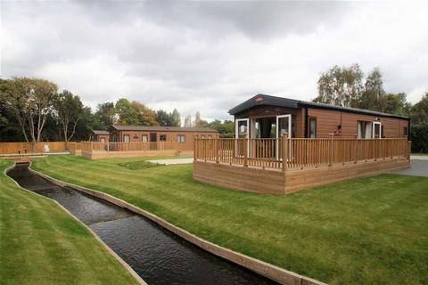 2 bedroom detached house for sale - Colchester Holiday Park, Cymbeline Way, Colchester
