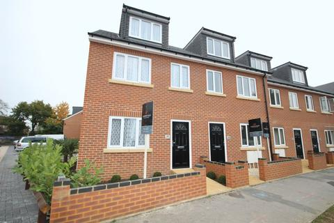 4 bedroom end of terrace house to rent - Brindley Avenue, High Wycombe, HP13