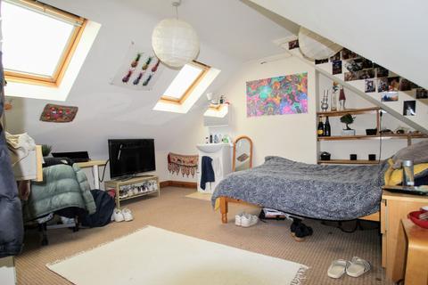 6 bedroom semi-detached house to rent - Valentia Road, Headington