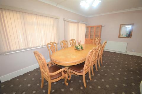 3 bedroom detached bungalow for sale - Marlands Road, Ilford £500 CASHBACK