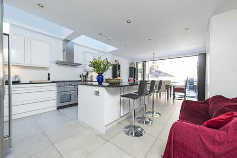 5 bedroom terraced house for sale - Wroughton Road, Battersea, London