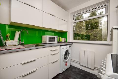 Studio to rent - Argyle Road, Brighton