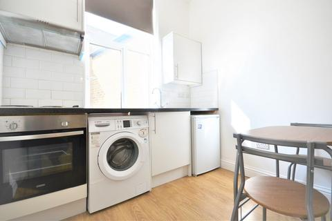 Studio to rent - Churchfield Road, Central Acton