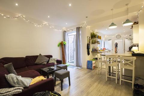 6 bedroom terraced house to rent - Raddlebarn Road