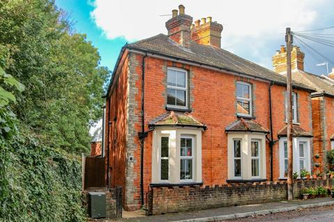 4 bedroom semi-detached house to rent - Chestnut Road, Guildford