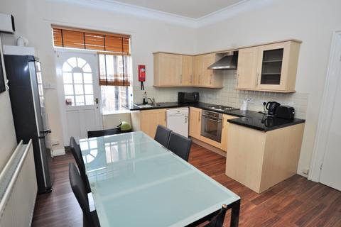 3 bedroom flat to rent - Queens Road, Jesmond, Newcastle Upon Tyne