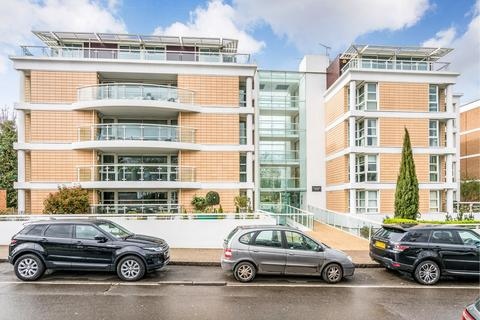 2 bedroom apartment to rent - High Road, Chigwell, IG7