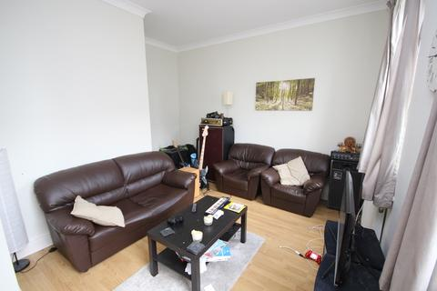2 bedroom flat to rent - St. James's Street, Walthamstow, E17