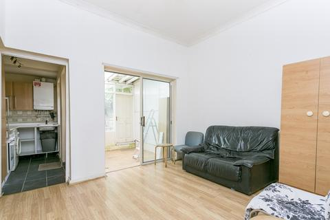 1 bedroom ground floor flat for sale - Northbrook Road, Cranbrook, IG1