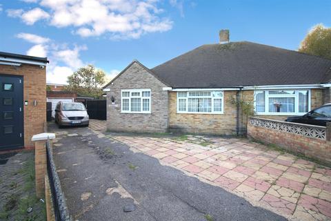4 bedroom semi-detached bungalow for sale - Grange Close, Heston, TW5