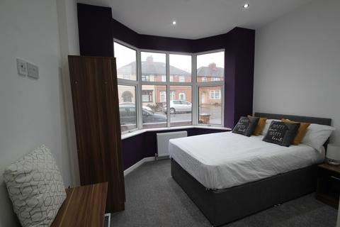 6 bedroom end of terrace house to rent - Evesham Road, Leicester