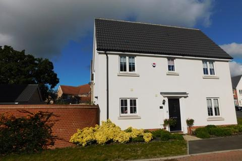 3 bedroom semi-detached house for sale - Hedge Sparrow Road, Stowmarket