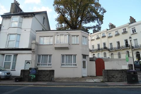 2 bedroom terraced house to rent - Roundhill Crescent, Lewes Road