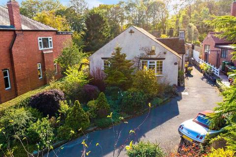 2 bedroom detached bungalow for sale - The Crescent, Adel, LS16