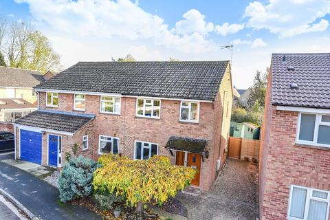 3 bedroom semi-detached house to rent - The Paddocks,  Yarnton,  OX5