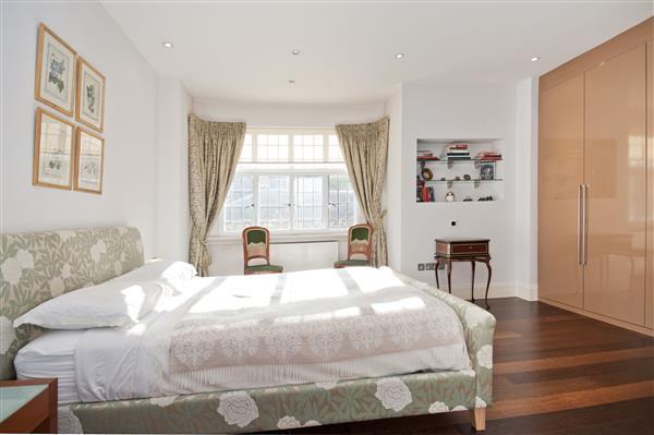 3 Bedrooms Flat for sale in BROMPTON ROAD, KNIGHTSBRIDGE, SW3