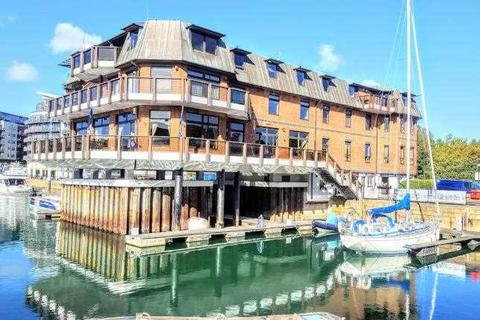 3 bedroom apartment to rent - Channel Way, Southampton