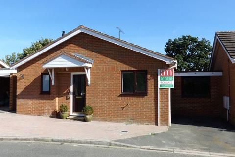 2 bedroom bungalow for sale - Cookham - Shergold Way