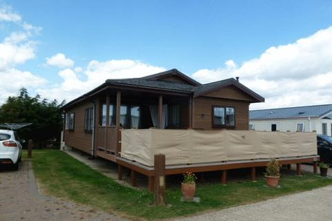 2 bedroom lodge for sale - Church Lane, East Mersea