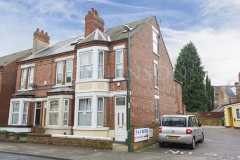 5 bedroom end of terrace house to rent - Gloucester Avenue, Lenton, Nottingham