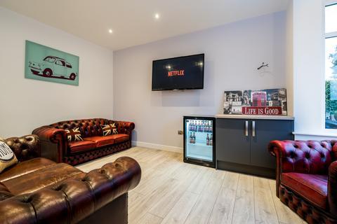 6 bedroom end of terrace house to rent - Talbot Avenue, Burley, Leeds, LS4