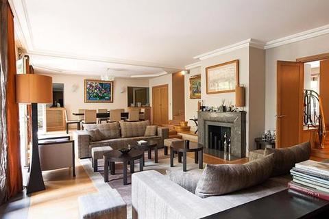 4 bedroom townhouse  - Paris 16, Paris, Ile-De-France