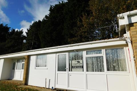2 bedroom terraced bungalow for sale - Waveney Valley Holiday Village, Butt Lane