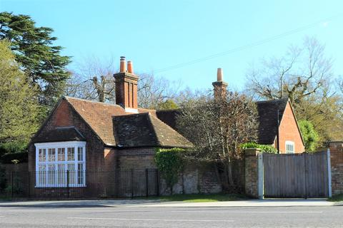 3 bedroom detached house to rent - THE AVENUE    FAREHAM      UNFURNISHED