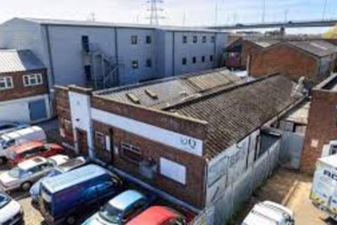 Property to rent - raven road E18