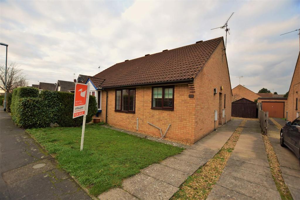 2 Bedrooms Semi Detached Bungalow for sale in Stanley Street, Bourne