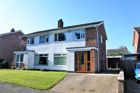 3 bedroom semi-detached house for sale - Daybrook Close, Harlaxton, Grantham