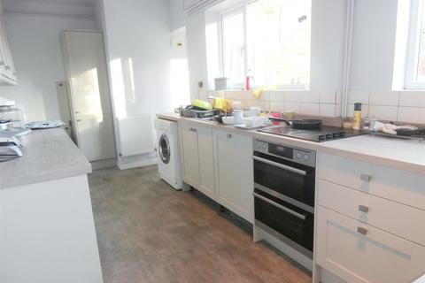 6 bedroom house to rent - Gainsborough Road, Leicester