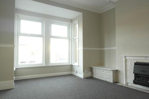 2 bedroom flat to rent - Hamlyn Ave, Hull