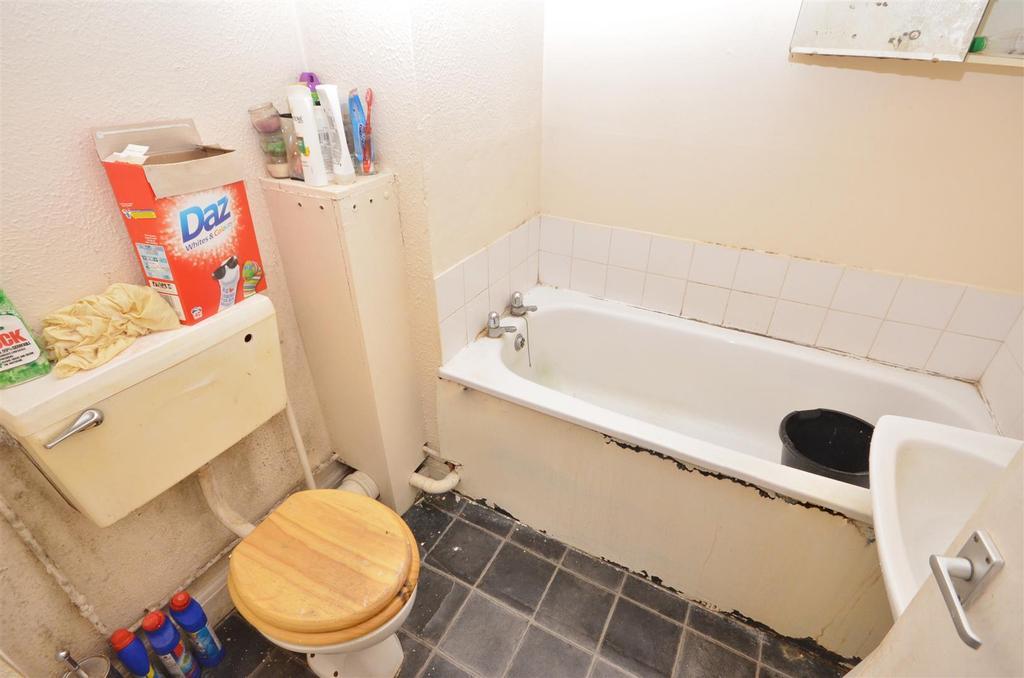 Flat 1   Studio at Front Bathroom