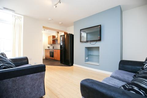 4 bedroom ground floor flat to rent - Tosson Terrace , Heaton, Newcastle Upon Tyne