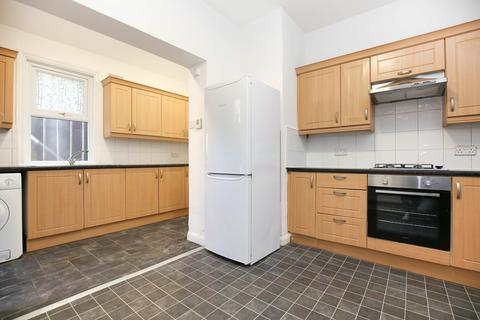 4 bedroom flat to rent - Station Road, South Gosforth, Newcastle Upon Tyne