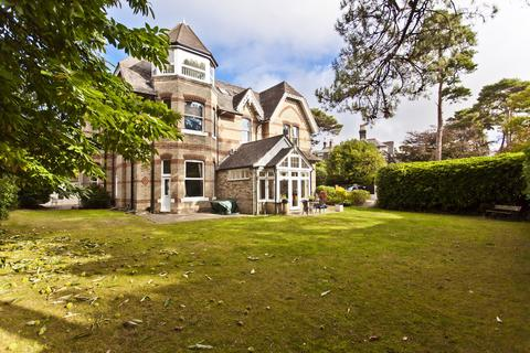2 bedroom flat for sale - Manor Road, Bournemouth