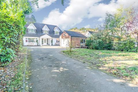 5 bedroom detached bungalow for sale - Birchy Close, Dickens Heath, Shirley