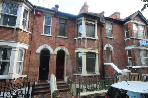 6 bedroom terraced house to rent - Boundary Road, Chatham, ME4