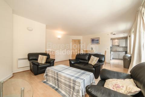 2 bedroom flat - Stockwell Road, Stockwell