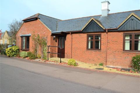 1 bedroom bungalow for sale - Gate Lodge, Pegasus Court, Park Lane, Reading, RG31